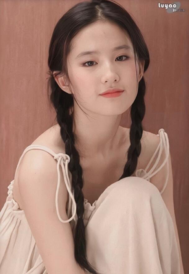 神仙姐姐刘亦菲麻花辫图片
