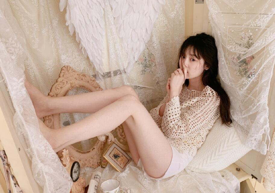 娇羞性感美女白嫩诱人极品私房写真