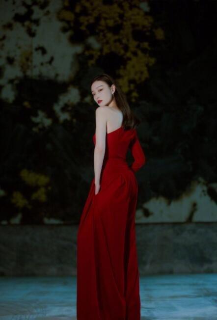 倪妮中國紅禮服圖片