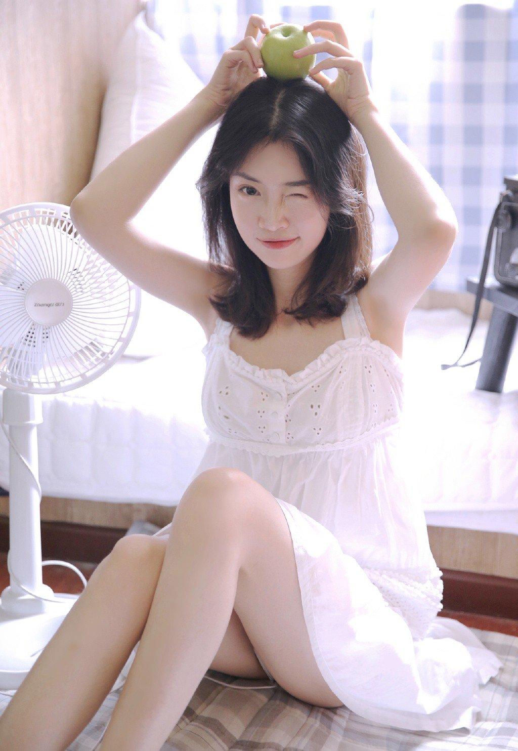 长腿尤物美女丰满诱人大胆写真