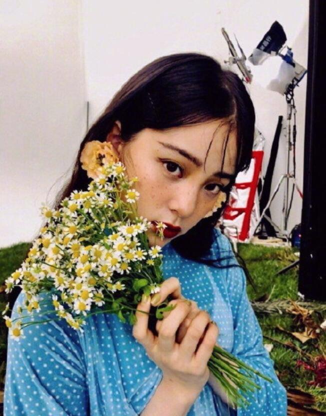 美少女歐陽娜娜雀斑妝圖片