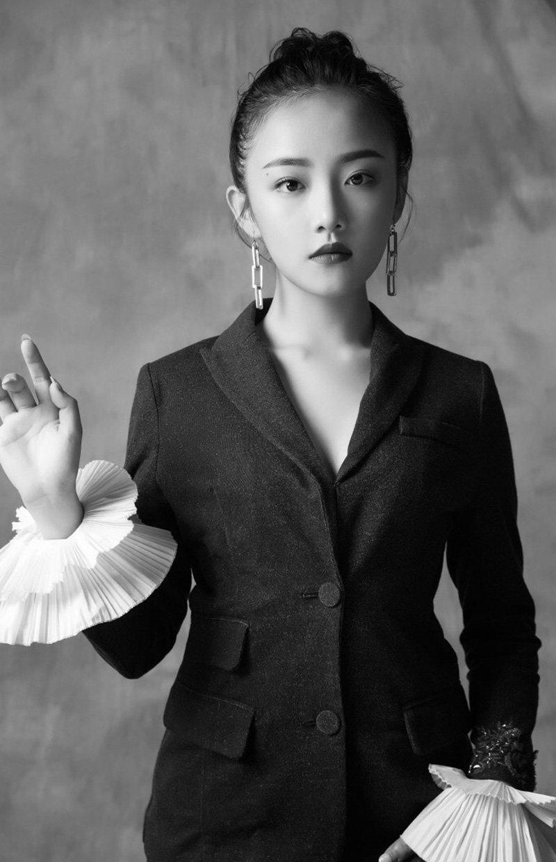 吴佳怡时尚干练写真图片