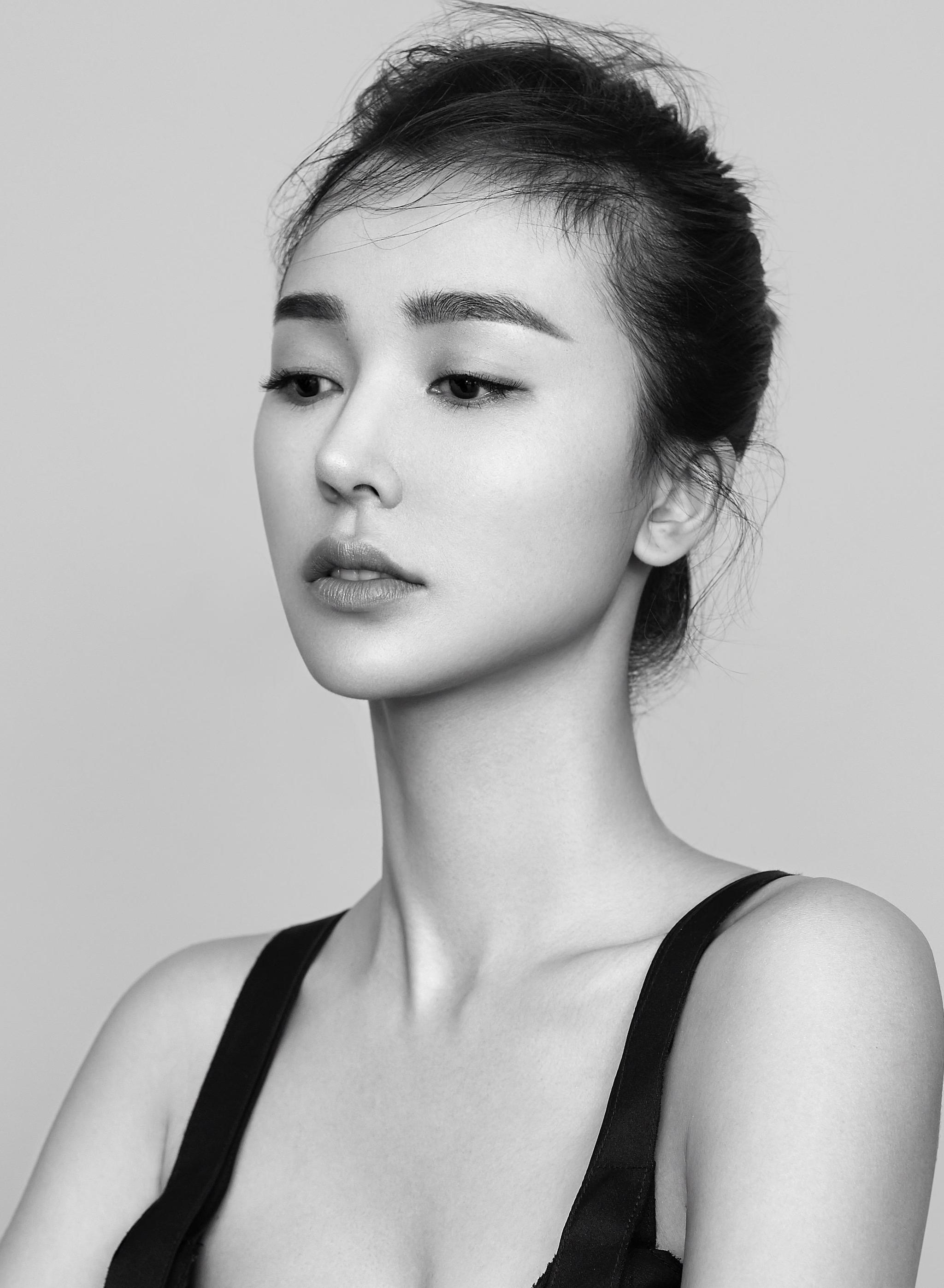 姚星彤時尚黑白性感寫真
