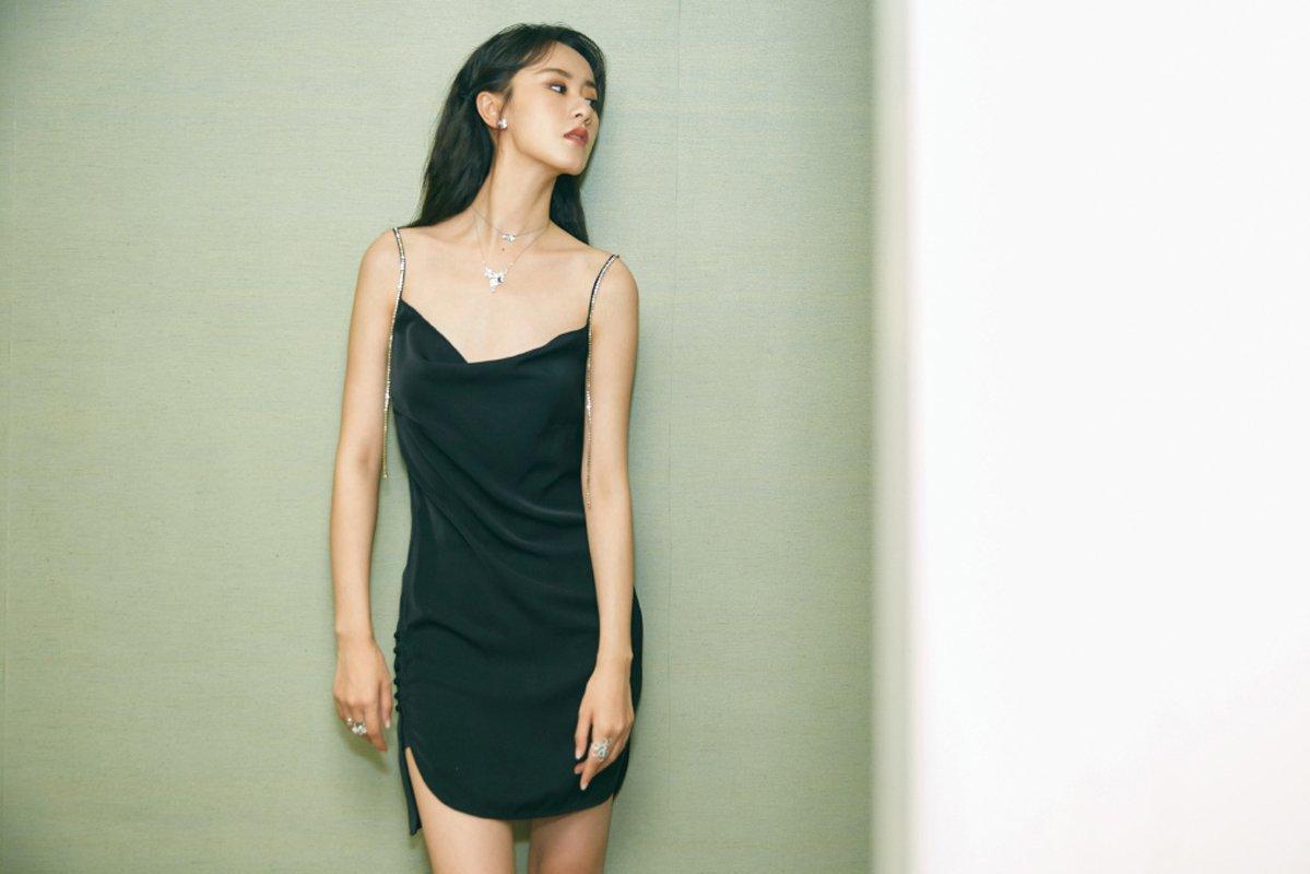 袁冰妍性感吊带裙写真图片
