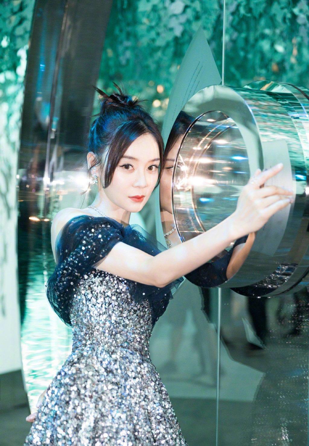 袁姗姗露锁骨气质优雅写真图片