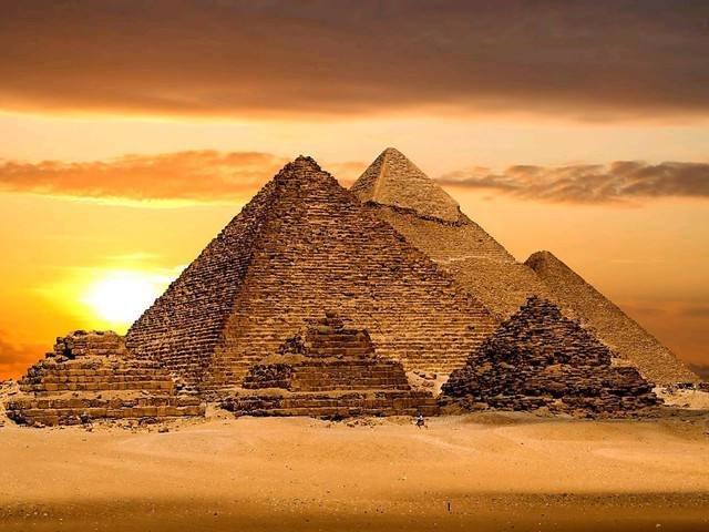 金字塔是外星人建的吗?金字塔竟然是用这种方法建成的