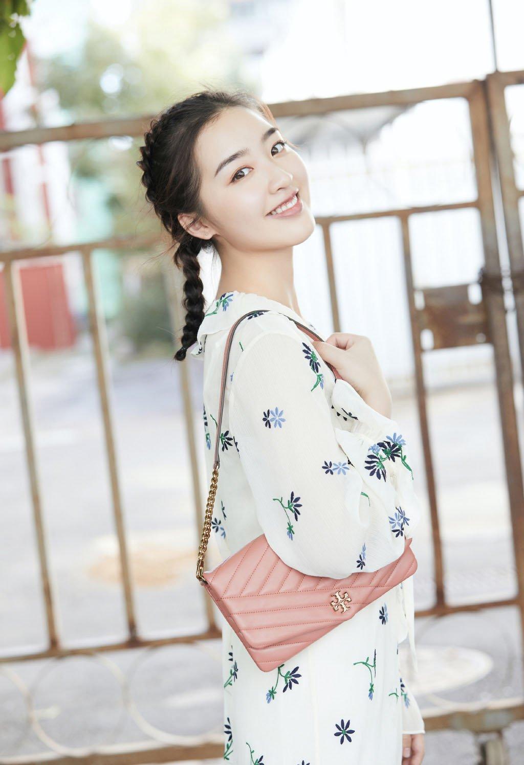 邓恩熙甜美阳光写真图片