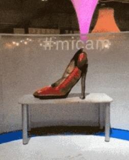 红色高跟鞋应该是36码数的吧