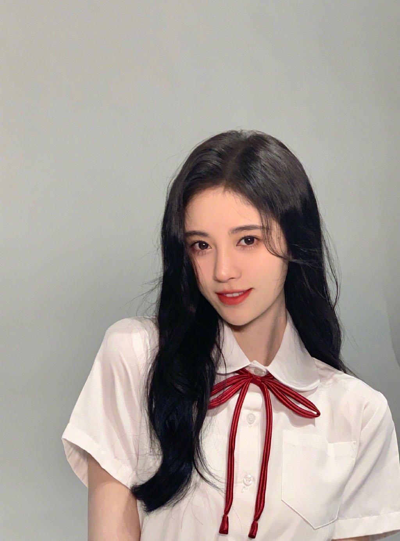 鞠婧祎学生装甜美写真图片