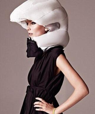 氣囊式頭盔 安全時尚藏于衣領