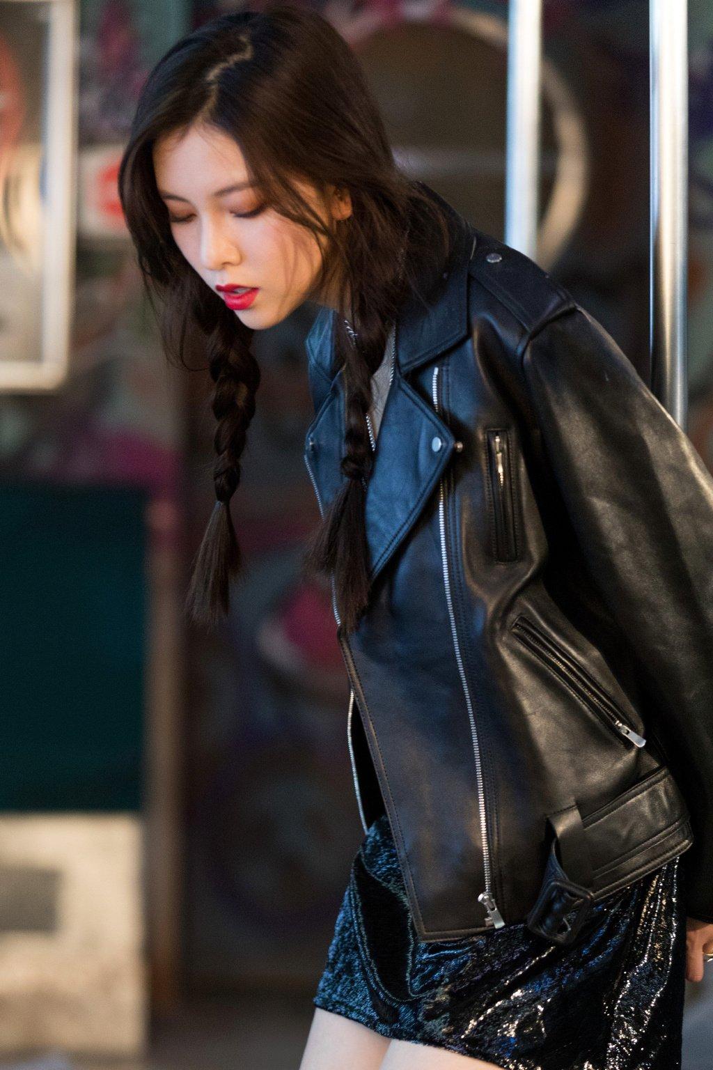 宋妍霏魅力性感杂志花絮照图片