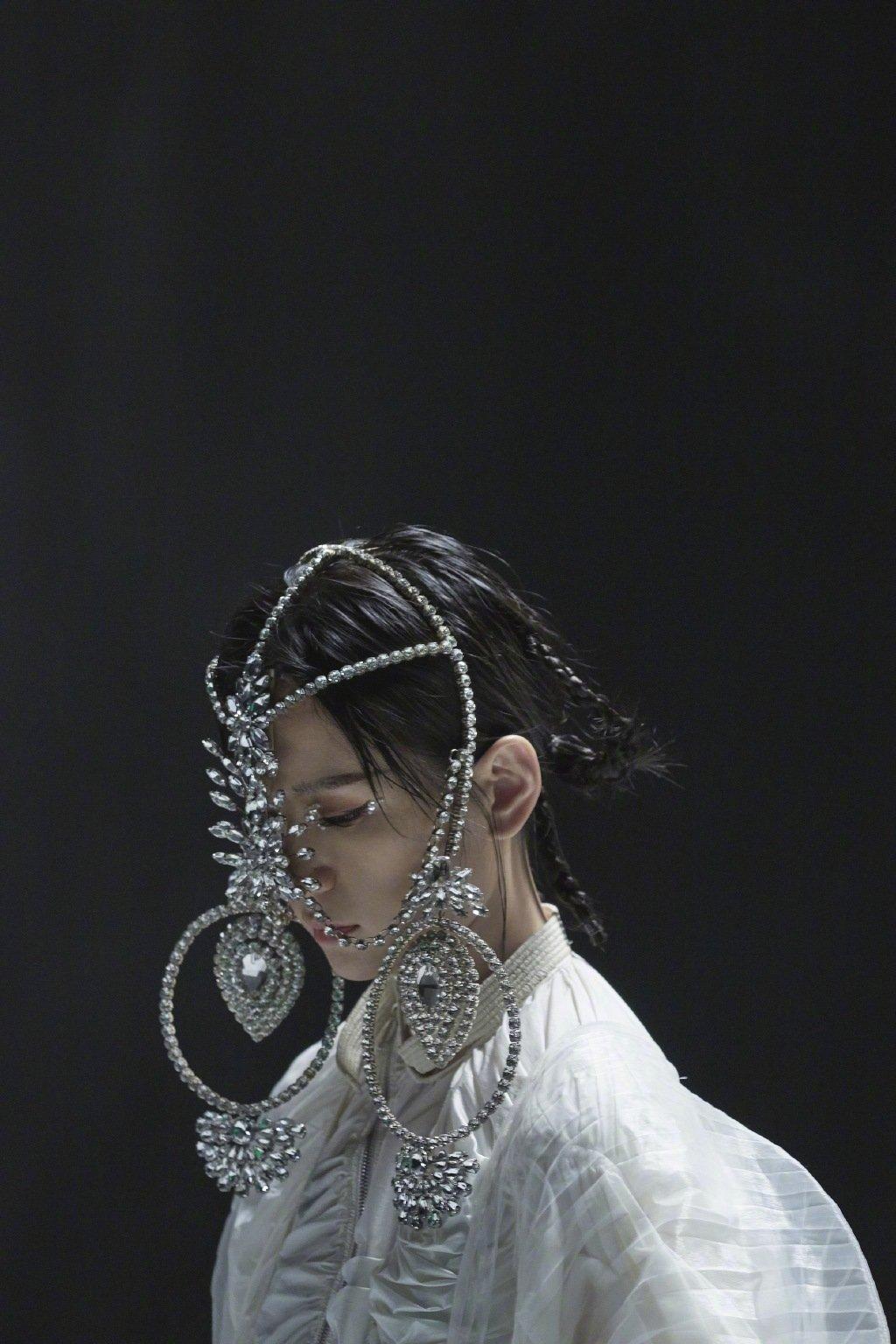 周笔畅新歌《女流》MV写真图片