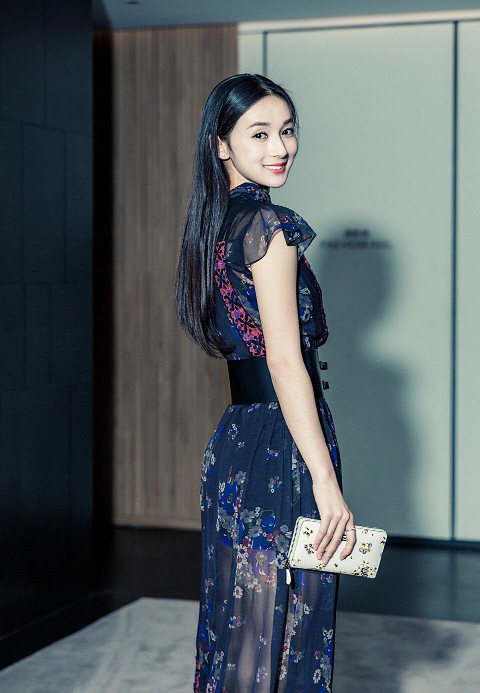 李若宁甜美气质活动照图片