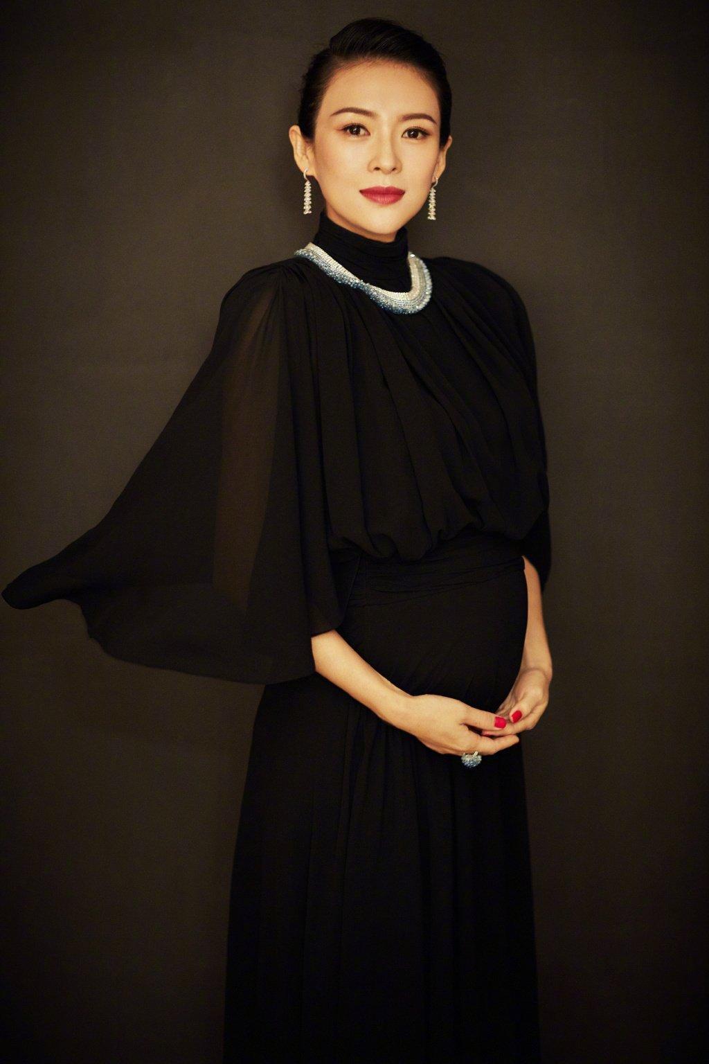 章子怡黑纱长裙优雅写真图片