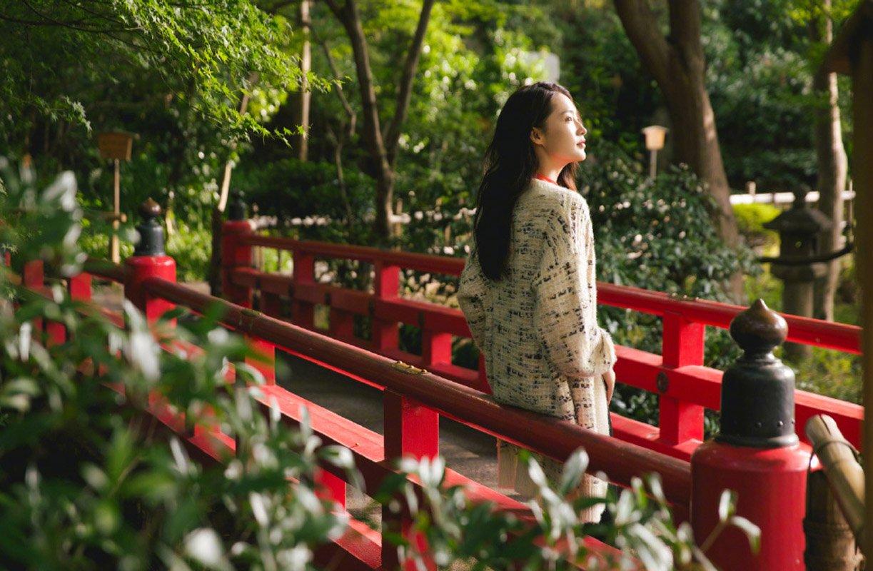 李沁慵懒随性秋日写真图片