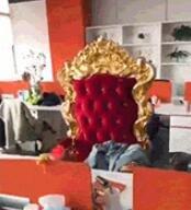 这个员工买了个椅子就被老板开除了