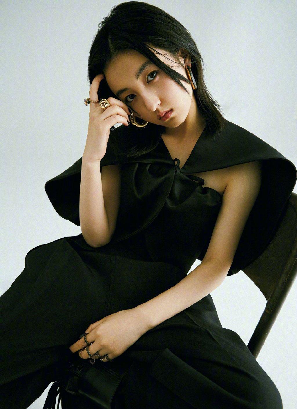 张子枫嘉人时尚杂志写真图片