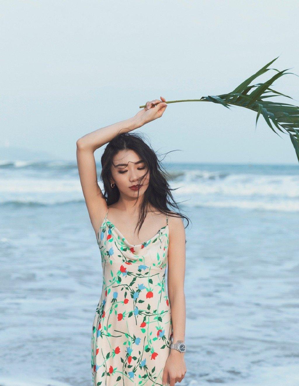 程晓玥唯美海边旅拍照图片