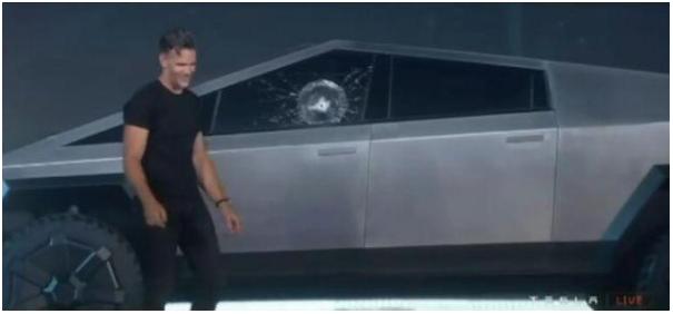 特斯拉玻璃翻車