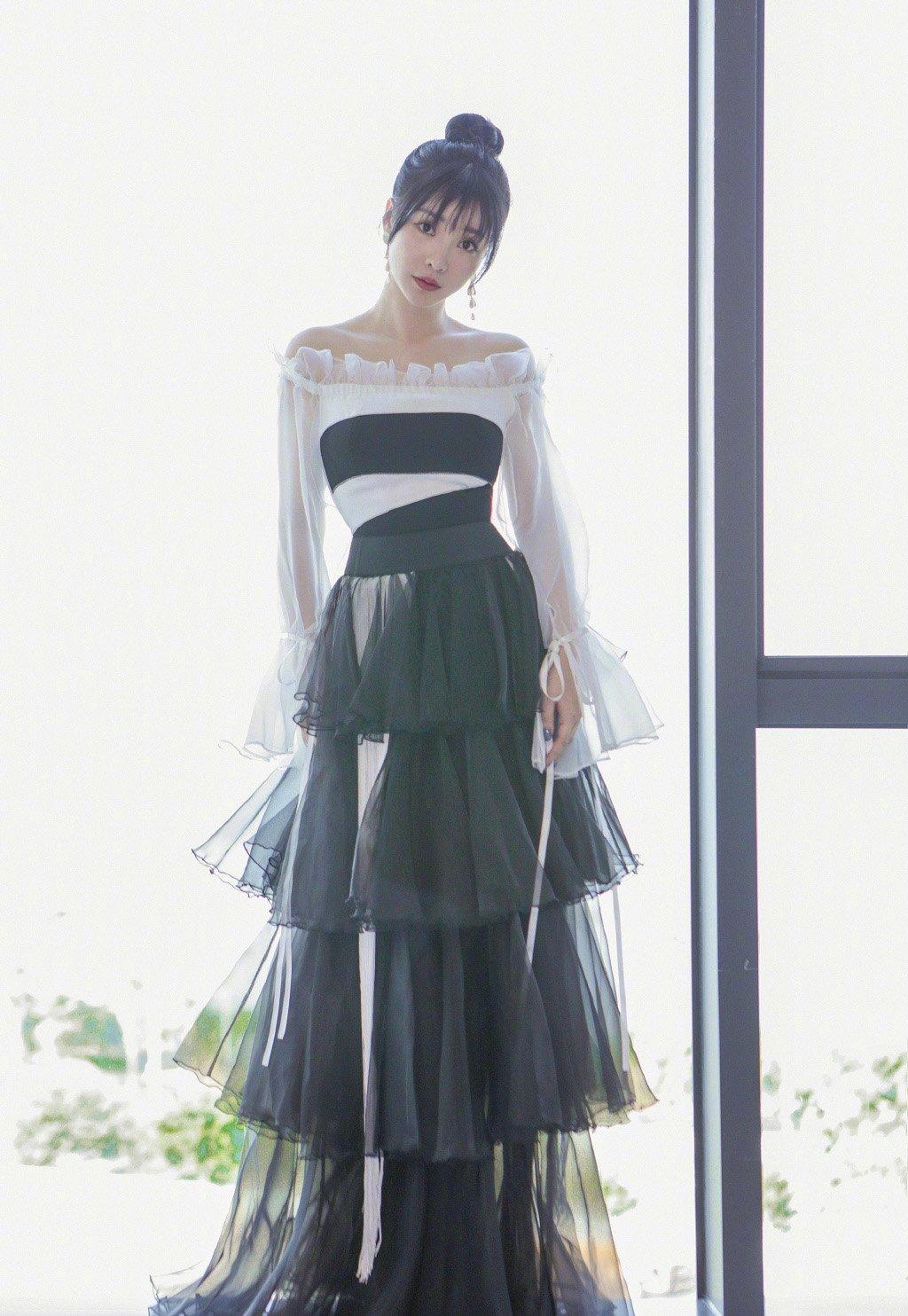 柳岩纱裙性感写真图片