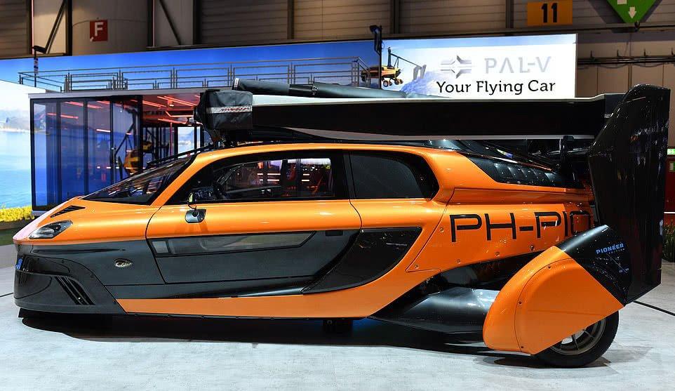 首辆飞行汽车亮相是什么情况,首辆飞行汽车亮相在哪里,有什么特点