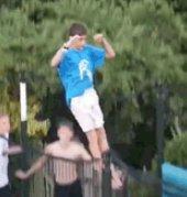 这是前跳水运动员吗