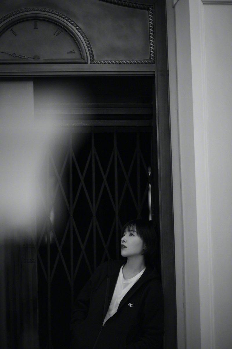 阚清子简约随性黑白写真图片