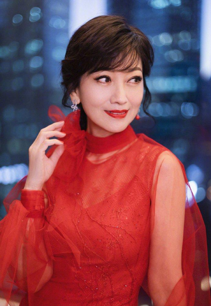 赵雅芝红色纱裙端庄美艳写真