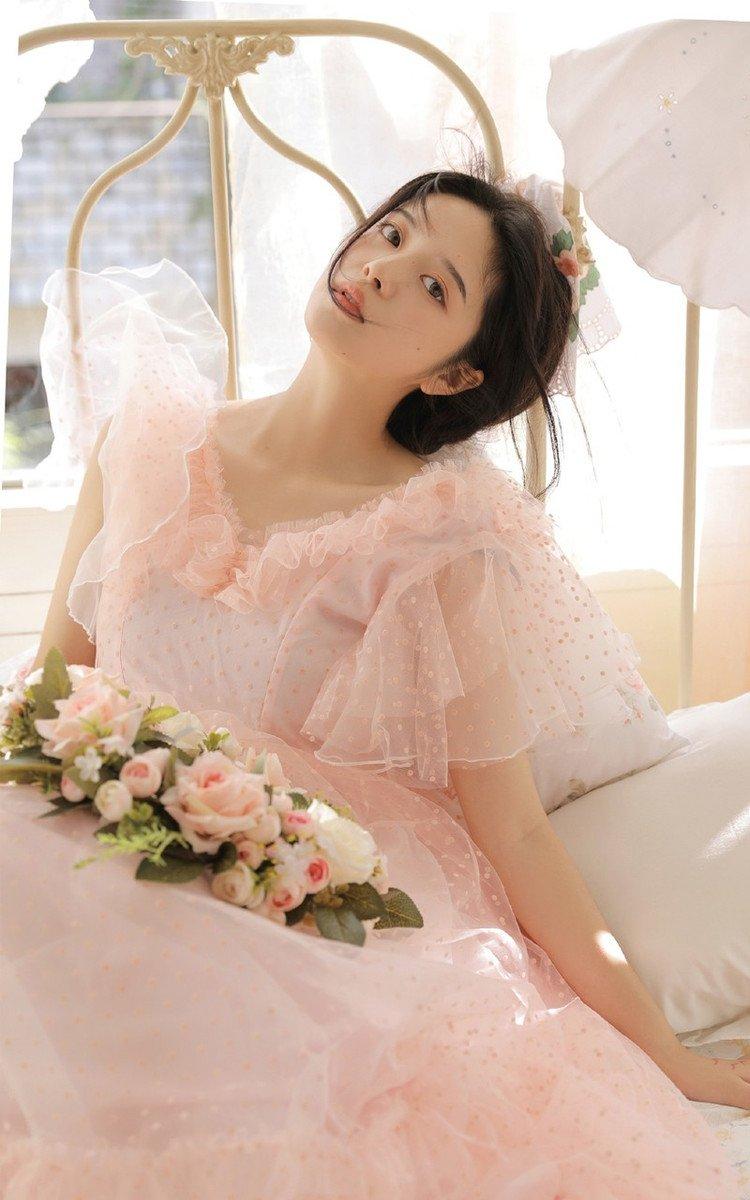 高颜值美女薄纱裙性感诱人写真图片