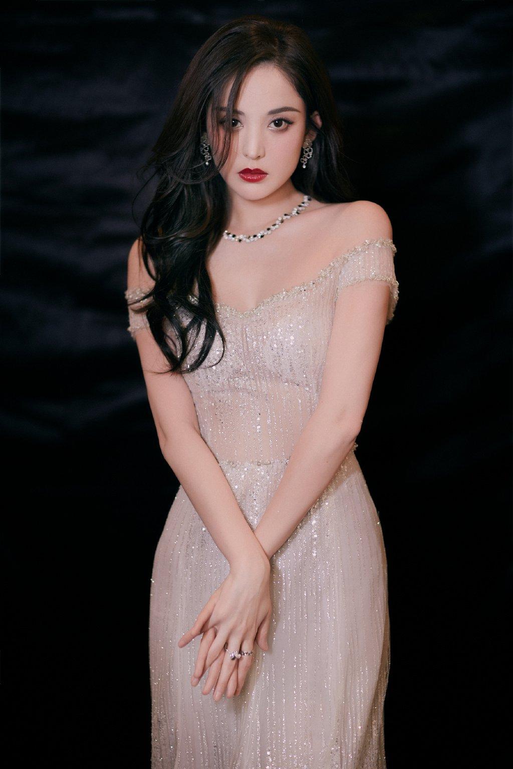 古力娜扎浪漫白裙性感写真图片