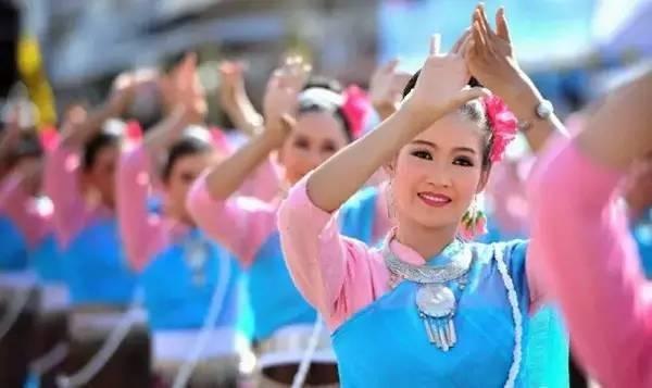 只要学会这个少数民族语言,走遍东南亚都不怕!有7千万人在说它