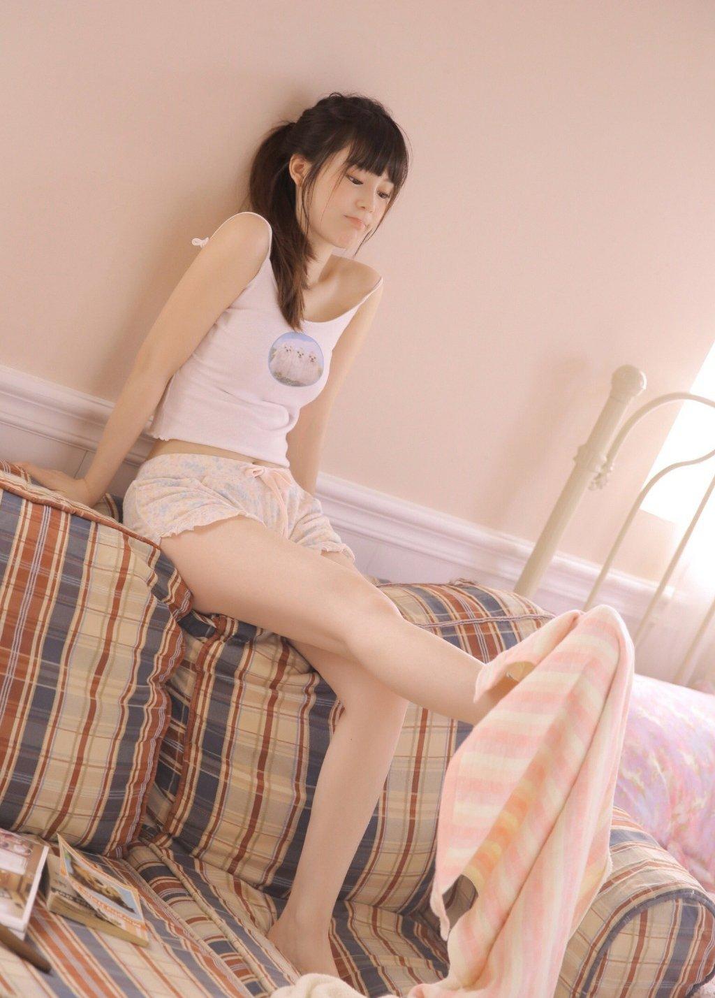 性感尤物美女翘臀美腿写真图片