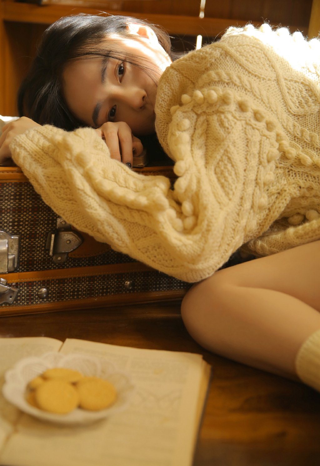 毛衣美女翘臀美腿诱惑写真图片