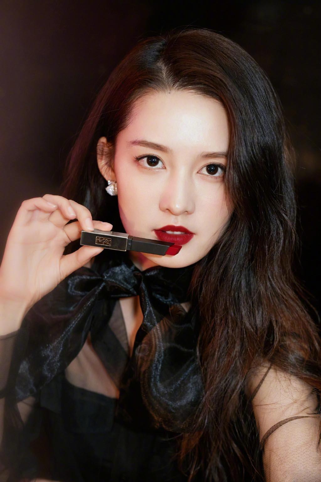 李沁黑色系薄纱性感写真图片