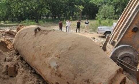 工地挖出炮弹 重达300斤