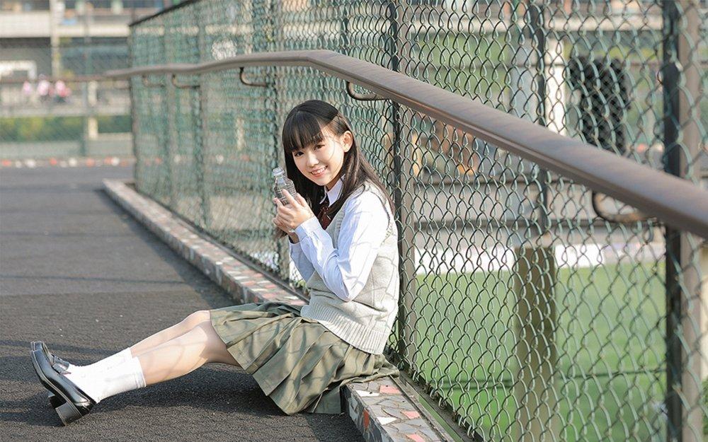 学生妹超短裙制服诱惑美腿白皙诱人艺术照