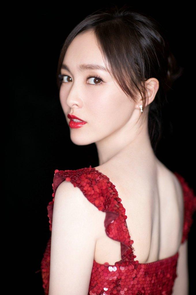 唐嫣吊带红色礼服性感优雅