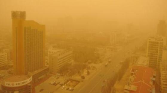 沙尘前锋进入北京