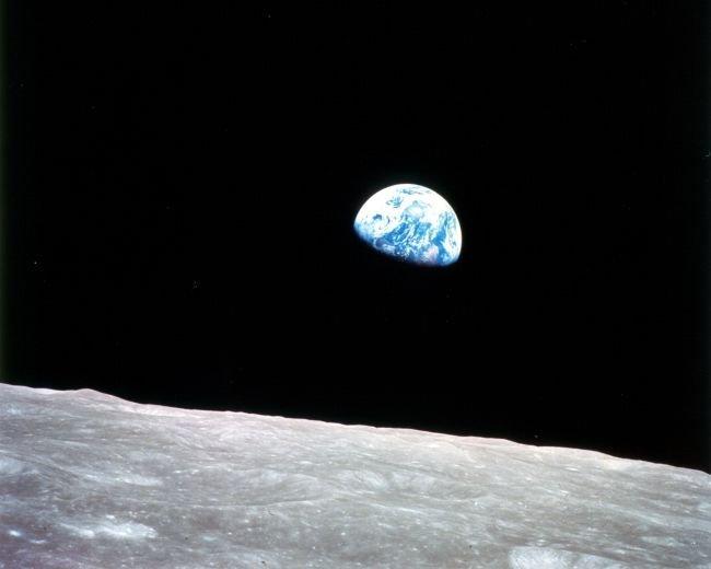 外太空下的地球