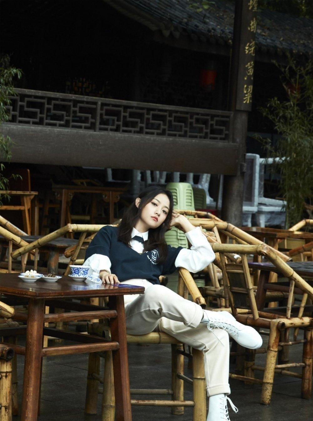 吴佳怡青春靓丽街拍写真