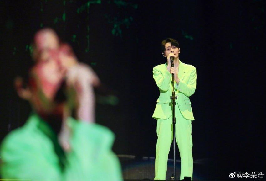 李荣浩新歌歌词九个字是什么梗?