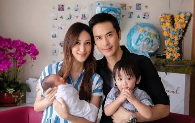 郑嘉颖二胎得子,陈凯琳产后状态太完美,不像两个孩子的妈