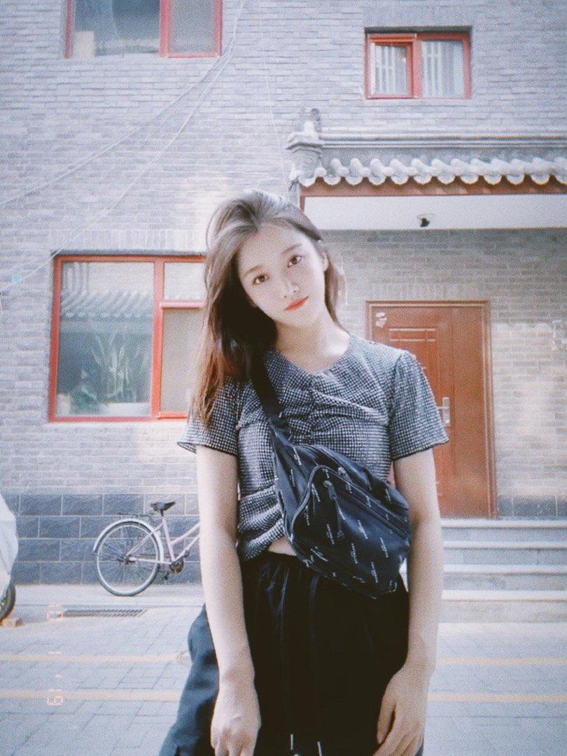 元气甜美少女街拍图片