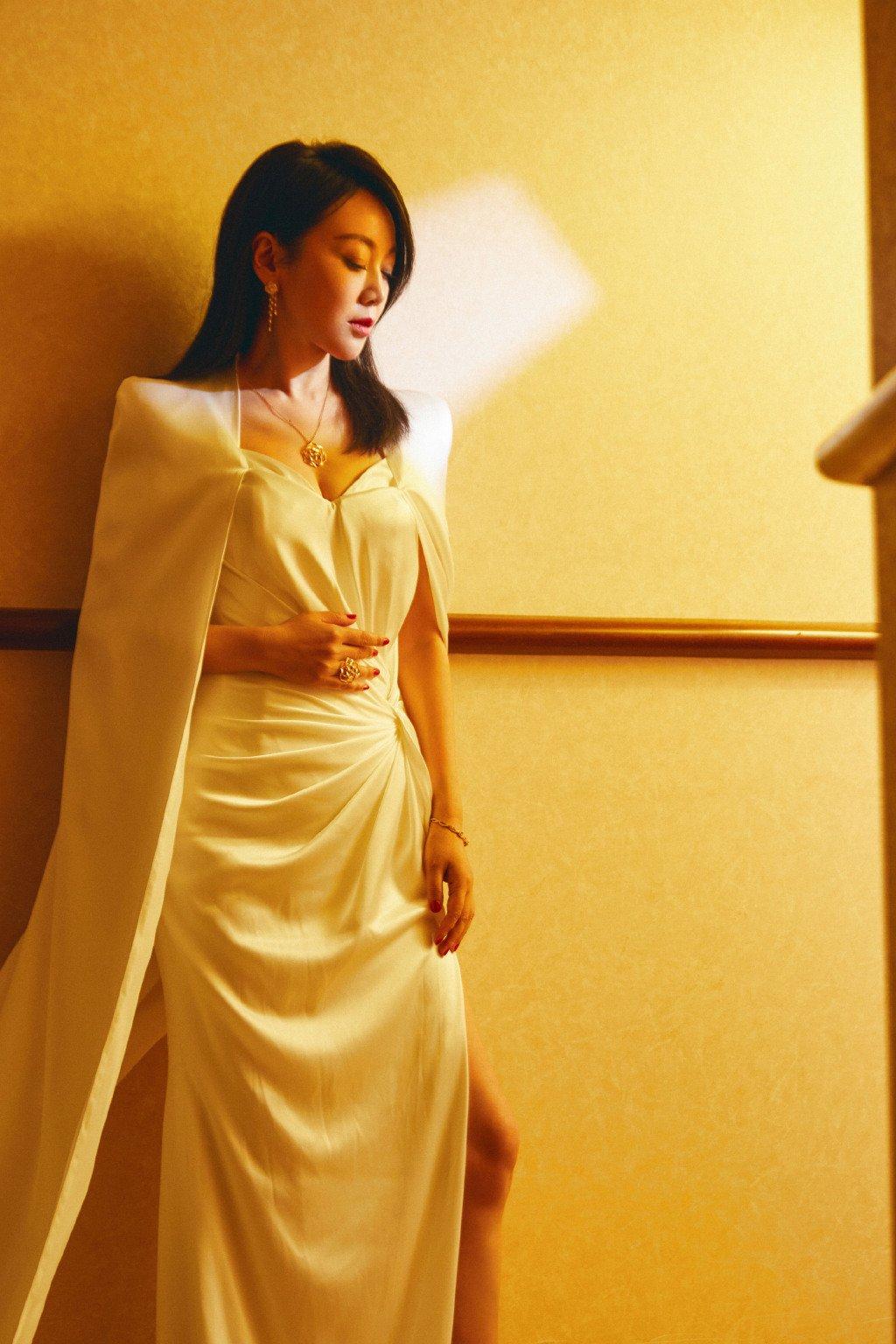 闫妮白玉兰最佳女主角魅力性感图片