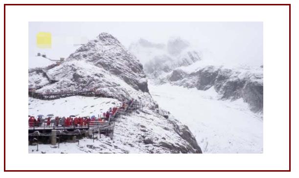 玉龙雪山8月飘雪