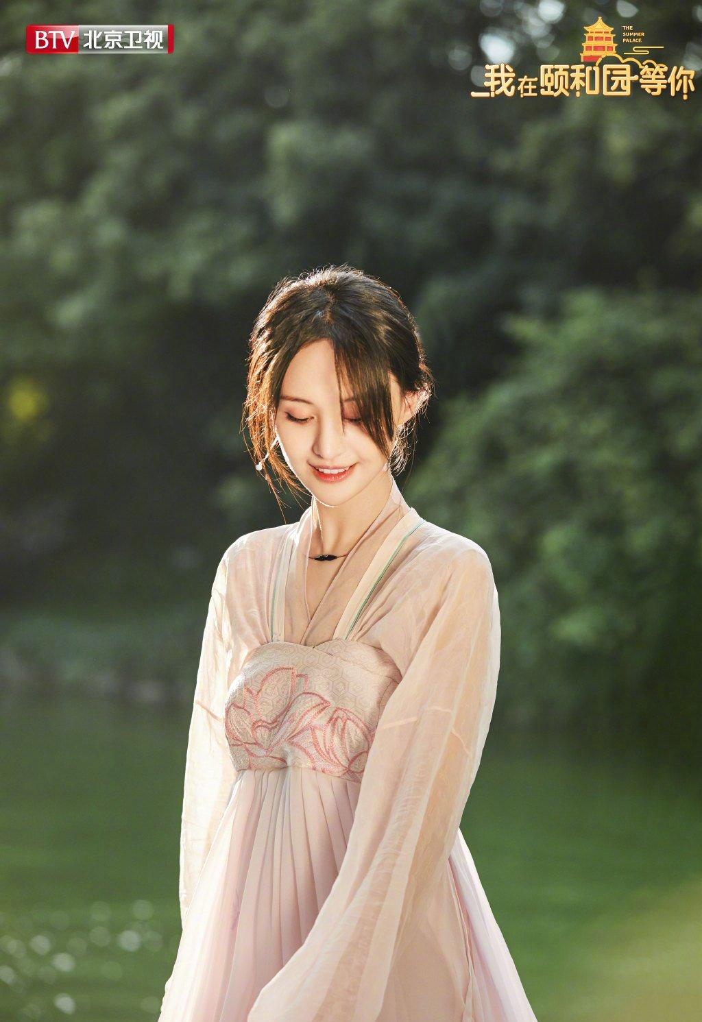 郑爽粉色汉服造型甜美写真图片