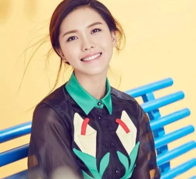 《【杏鑫娱乐账号注册】麻辣女兵汤小米,如今低调结婚,留起长发的她太惊艳了!》