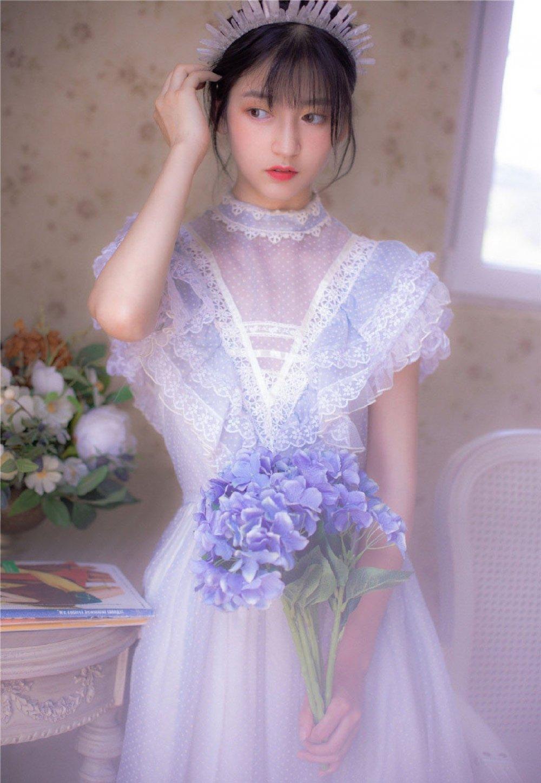 漂亮美女公主裙艺术写真