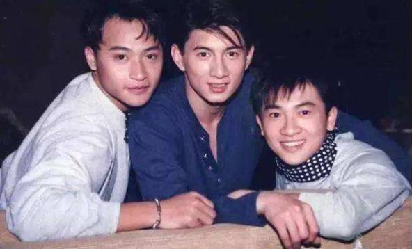 小虎队重聚,陈志朋姚琛两人同台演唱《大田后生仔》舞台再现兄弟情深!