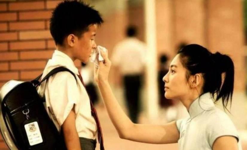 长江七号周星驰倾情演绎父亲角色,穷人儿子究竟能不能上贵族学校?